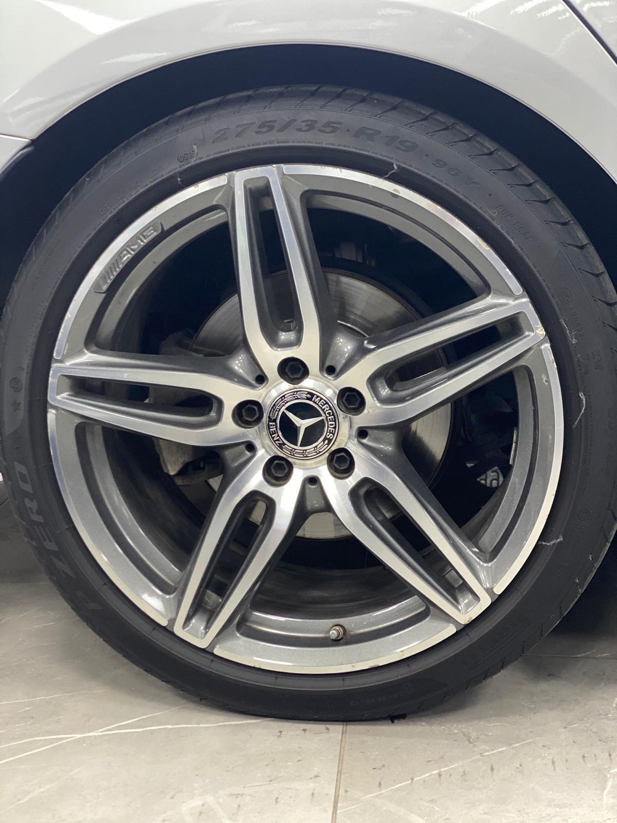 Mercedes e 220 AMG
